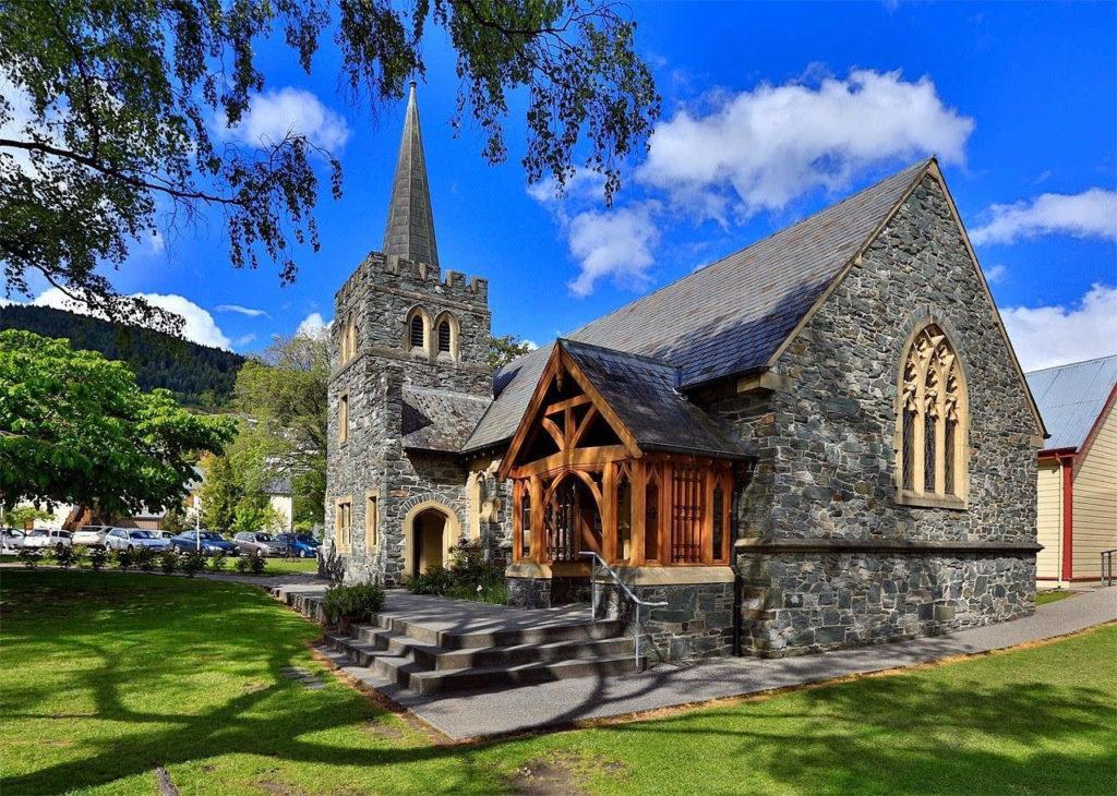 皇后镇圣彼得教堂